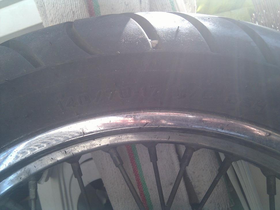 Roue complète arrière KLR avec son pneu Pneu2